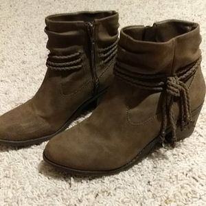 EUC Brown booties with cute tassels